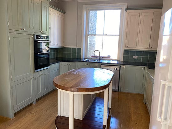 End of tenancy cleaning - a kitchen cleaned by Amazing Services